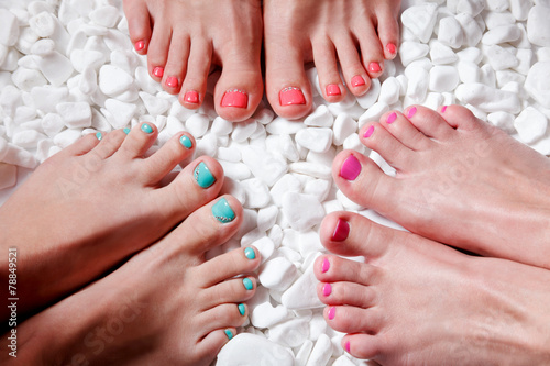 In de dag Pedicure Colorful painted toes
