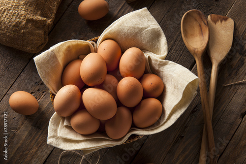 Photo Raw Organic Brown Eggs