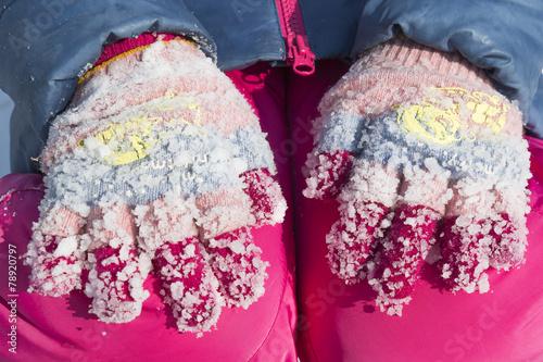 Lumps of frozen snow on woolen gloves Tapéta, Fotótapéta