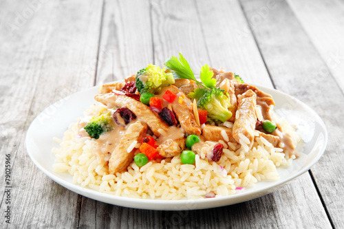 Photo  Gourmet Meat Slices with Veggies on Rice
