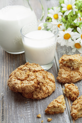 Tuinposter Koekjes Milk and oatmeal cookies