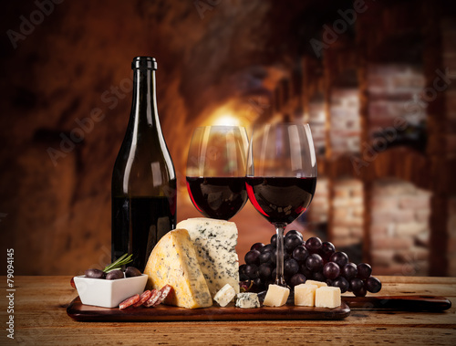 Fotografiet  Various kind of cheese with wine