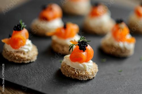 Staande foto Voorgerecht toast saumon fumé mousse de fromage frais 1