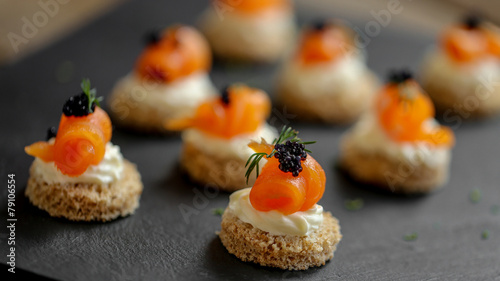 Foto op Plexiglas Voorgerecht toast saumon fumé mousse de fromage frais 2
