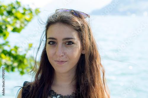 Photo Beautiful girl near the lake of Lugano