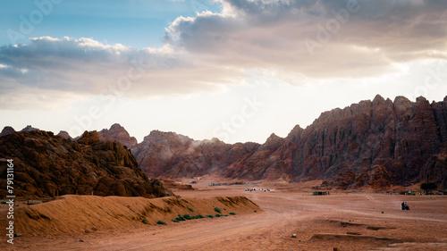 Tuinposter Baksteen Desert with mountains at sunset. Egypt.