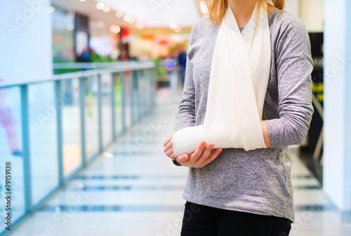 Fotografie, Obraz  Woman with broken arm