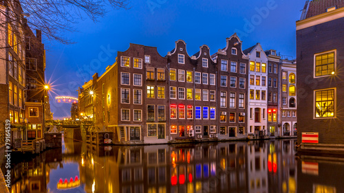 Ingelijste posters Amsterdam Nightscape of canal houses Amsterdam