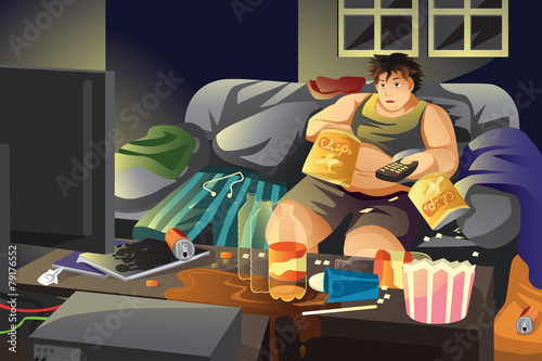 Photo Lazy man eating potato chips and watching TV