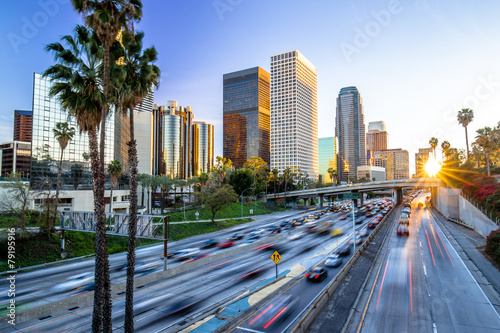 In de dag Los Angeles Los Angeles downtown buildings skyline highway traffic