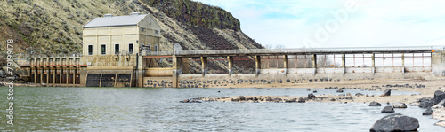 Photo sur Toile Barrage Historic dam on a river in Idaho