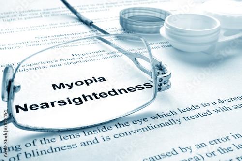 Fotografía  Paper with words  myopia (nearsightedness)