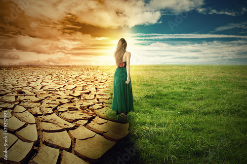 Fotografía  Climate Change Concept. Landscape green grass and drought land
