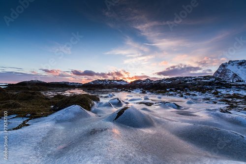 Foto auf Gartenposter Antarktika Frozen Ice moulds in coastal shore