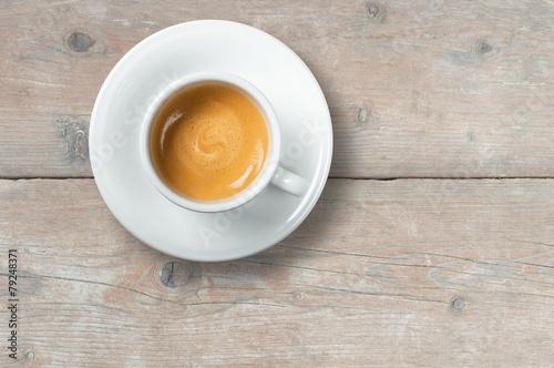 Deurstickers koffiebar Caffè su tavolo in legno