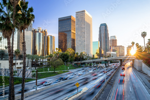 Photo sur Toile Los Angeles Los Angeles highway commuter traffic downtown skyline