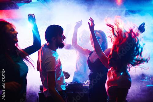 Fotografía  People dancing