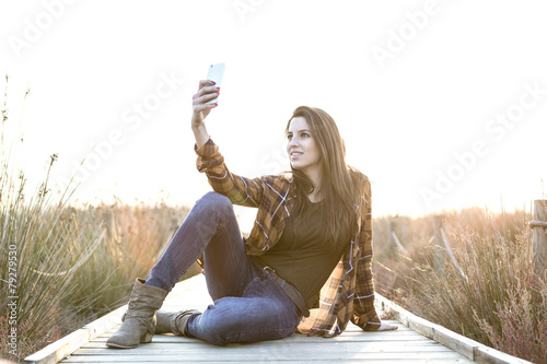 Valokuva Young woman taking a self portrait at outdoors