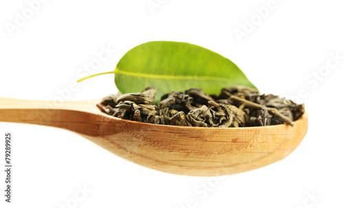 Tuinposter Kruiden 2 Wooden spoon with green tea with leaf isolated on white