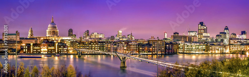 Poster London City of London at twilight