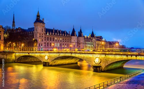 obraz PCV Most Wymiany i Conciergerie w Paryżu - Francja