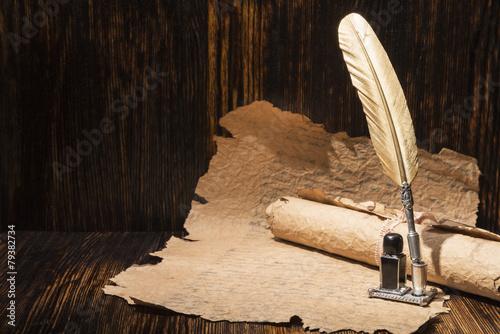 Fotografía  Pluma de oro de la vendimia y manuscritos antiguos