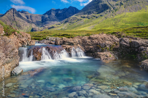Fotomural Small waterfall on the Isle of Skye in Scotland