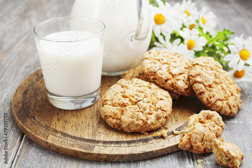 Foto op Plexiglas Koekjes Milk and oatmeal cookies