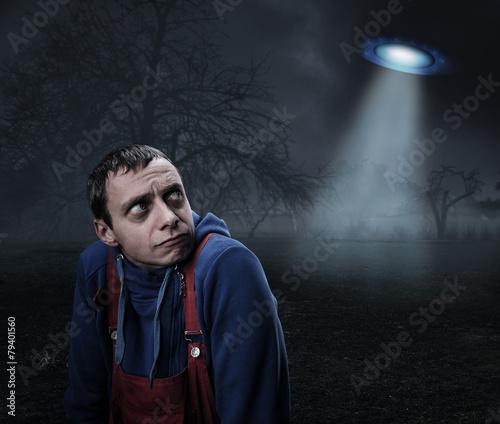 Foto op Canvas UFO Guy scared by UFO