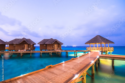Foto op Aluminium Eiland Over water bungalows with steps into amazing green lagoon