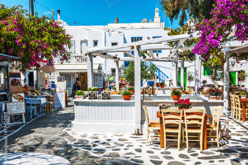 Photo Greek tavern al fresco in Mykonos