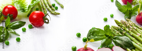Poster Eten Fresh vegetables on the white wooden table