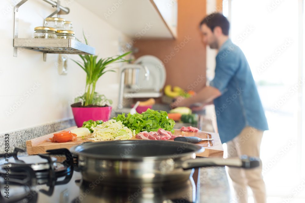 Fototapety, obrazy: Man cooking