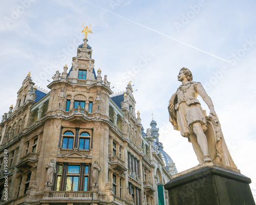 Foto op Plexiglas Antwerpen Statue of the famous painter Anthony Van Dyck on the Meir in Ant