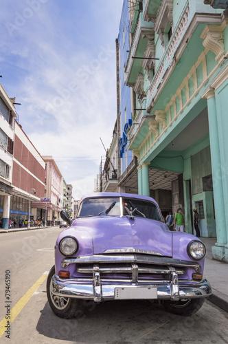 klasyczny-amerykanski-samochod-w-hawanie-kuba