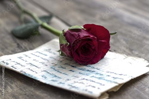 Liebesbrief und Rose Fototapete