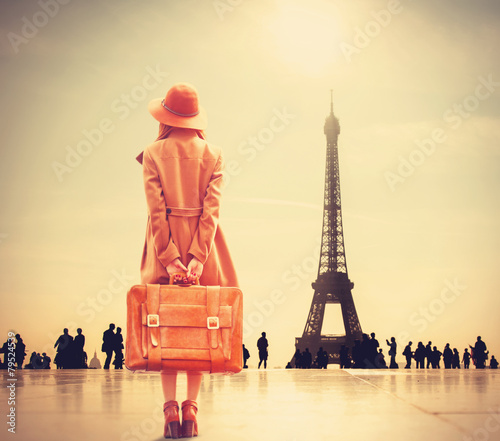 Платно Redhead girl with suitcase