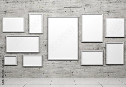 Fotografía  Empty frames in show room