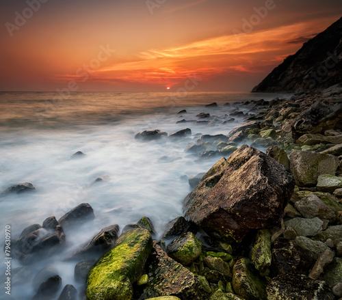Fotobehang Landschap Rocky beach seascape at sunset