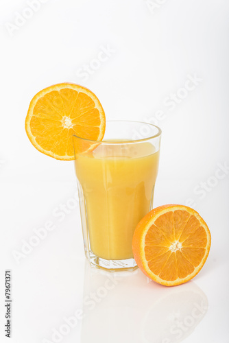 Poster Eclaboussures d eau Orange juice isolated on white background