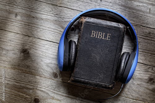 Fotografie, Obraz  Bible and headphones