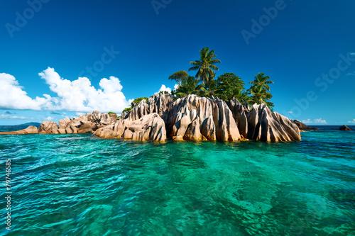 Spoed Foto op Canvas Eiland Beautiful tropical island