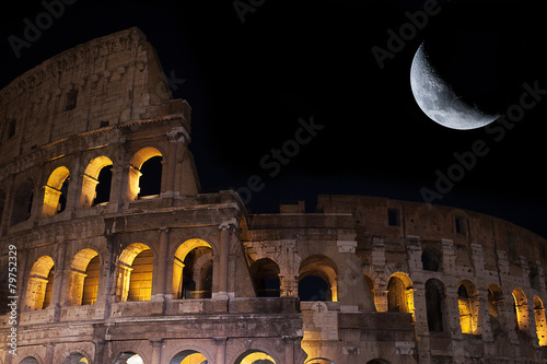 Photo  View of the coliseum with moon in background