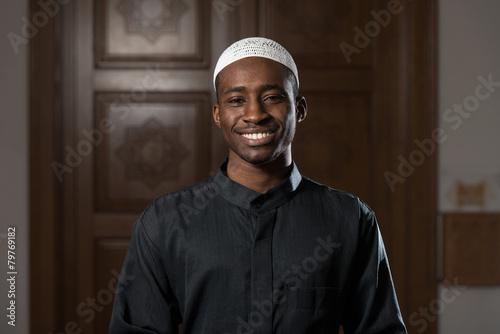 Cuadros en Lienzo Portrait Of A Black African Man In Mosque