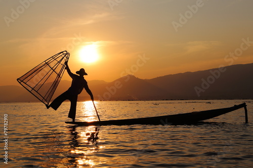 Leinwand Poster Sonnenuntergang und Fischer am Inle See
