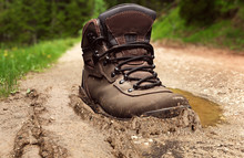 Tracking Boot In A Dirt