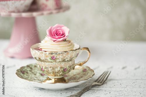 Foto op Plexiglas Retro Cupcake in a vintage teacup