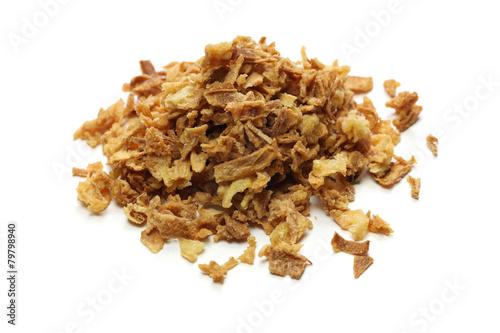 Fotografía  crispy fried onion flakes on white background