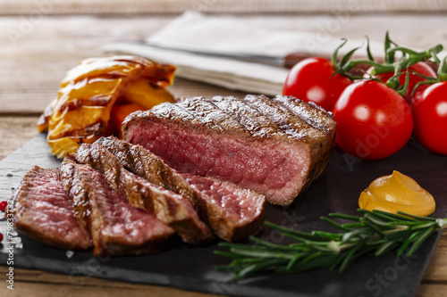 Αφίσα  grilled beef steak rare sliced with vegetables