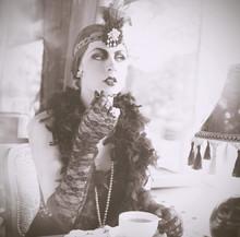 Retro Woman 1920s - 1930s Sitt...